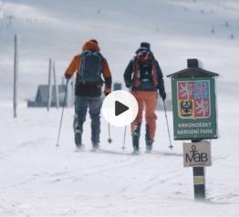 Na skialpech přes hory