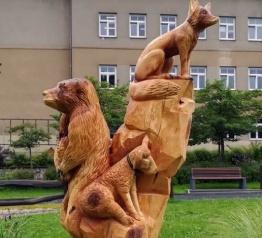 Rokytnické náměstí zdobí nové dřevěné sousoší