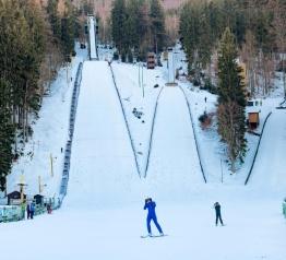 Na skokanských můstcích v Harrachově se znovu skáče na lyžích!